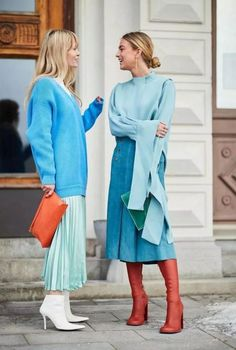 Kicking off 2018 in style, it's the Scandi crew at Stockholm Fashion Week. H… Kicking off 2018 in style, it's the Scandi crew at Stockholm Fashion Week. Here are the best street style looks from the chilly Swedish city. Cool Street Fashion, Look Fashion, Trendy Fashion, Autumn Fashion, Fashion Trends, Womens Fashion, Blue Fashion, Fashion Ideas, Spring Fashion