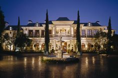 Le Belvédère Bel Air Estate, this is the house Bella and Gigi Hadid grew up. The entire estate in Bel Air is designed and Bel Air Mansion, Dream Mansion, White Mansion, Architecture Classique, American Mansions, Mega Mansions, Luxury Mansions, Million Dollar Homes, Belle Villa