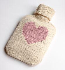 "Easy hot water bottle knitting pattern ""all you need"" - a classic by LondonLeo - free pattern (heart motif)"