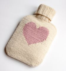"Easy hot water bottle knitting pattern ""all you need"" - a classic by LondonLeo - free pattern (heart motif)"