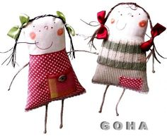 J'ai eu un coup de foudre pour ces mignonettes!Best rag dolls -- Click VISIT link above for more info-smiling doll - love the sweater!Sisters by designer Goha Tabitha would like these, she attracted to odd and silly. Fabric Toys, Fabric Art, Fabric Crafts, Sewing Crafts, Sewing Projects, Ugly Dolls, Monster Dolls, Sewing Dolls, Soft Dolls