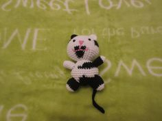 Black and White kitty Hello Kitty, Snoopy, Black And White, Handmade, Fictional Characters, Art, Black White, Blanco Y Negro, Hand Made