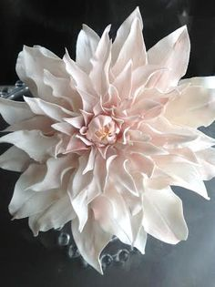 Women's Special: Four-Strategies Flowers Can Modify Your Working Day-To-Day Lifestyle Free Tutorial On How To Make A Sugar Dahlia - Wedding Cakes By Krishanthi. Sugar Paste Flowers, Icing Flowers, Fondant Flowers, Clay Flowers, Fondant Bow, Fondant Cakes, Cake Decorating Techniques, Cake Decorating Tutorials, Decorating Cakes