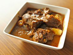Railway mutton curry is a slightly spicy dish from the British era. It is prepared using tamarind juice.
