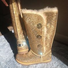 ♥♥there's gold too????? Omg...I'm so addicted to these BLINGIN boots!!!
