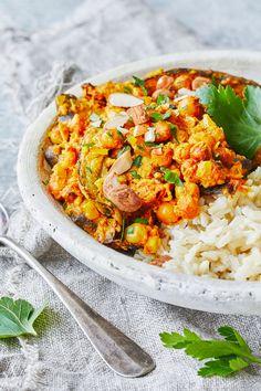 Dinner Is Served, Garam Masala, Vegetarian Recipes, Curry, Food And Drink, Ethnic Recipes, Vegan Food, Food, Eggplant