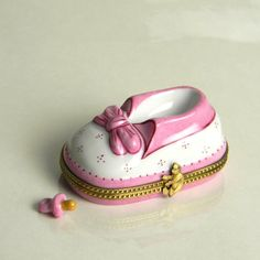 Limoges Baby Girl Shoe Box with Porcelain Pink Pacifier Limoges Boxes http://www.amazon.com/dp/B00BL78TIQ/ref=cm_sw_r_pi_dp_qU.Rub0BDD7HB