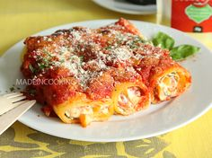 Cannelloni with peppers and ricotta