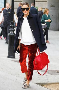 You'll Want to Swap Your Skinnies for Olivia Palermo's Airport Pants olivia-palermo-airport-outfit Olivia Palermo Outfit, Olivia Palermo Stil, Olivia Palermo Lookbook, Image Fashion, Look Fashion, Autumn Fashion, Street Fashion, Airport Fashion, Office Fashion