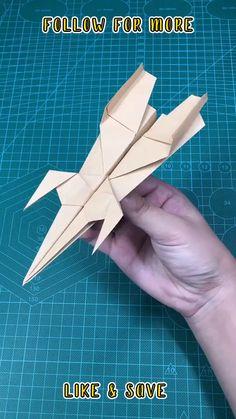Paper Folding Crafts, Paper Mache Crafts, Paper Crafts Origami, Paper Crafts For Kids, Origami Airplane, Instruções Origami, Airplane Crafts, Origami Paper Plane, Airplane Art