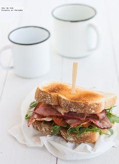 Receta de sándwich de rúcula y bacon. Receta con fotos del paso a paso y sugerencias de presentación.Trucos y consejos de elaboración.Recetas de sándwich