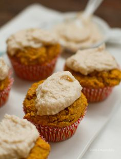 Vegan Pumpkin Muffins with cinnamom coconut frosting