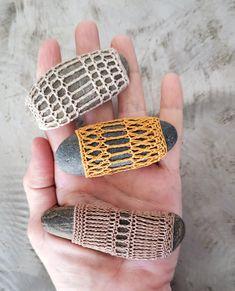Thread Crochet, Crochet Lace, Crochet Hooks, Crochet Stone, Rock And Pebbles, Crochet Gifts, Crochet Ideas, Shades Of Beige, Lace Doilies