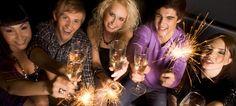 Торопитесь! Последняя возможность забронировать новогодний корпоратив на специальных условиях! Только у нас - Ваш алкоголь - без пробкового сбора! В #AppleBAR Вас ждут волшебная новогодняя атмосфера, праздничный стол и высококлассное обслуживание. Цена от 3 500 руб. на 1 гостя.  Отправляйте свои запросы на event@goldenapple.ru или звоните +7 (903)6104269. Менеджер по мероприятиям Марина Зеленкова