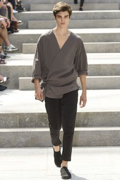 See the complete Issey Miyake Spring 2018 Menswear collection.