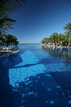 Nice view @ Hotel Lopesan Costa Meloneras - Get rooms to both sides of the hotel, not above the reception... Ik heb deze foto gekozen omdat het een mooie blauwe zee is met palmbomen