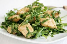 I bocconcini di pollo alla rucola sono un secondo piatto sfizioso e gustoso sebbene sia leggero e facilissimo da preparare. Ecco la ricetta ed alcuni consigli