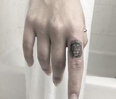 Small lion tattoo by Evan Weidner Source tattoo designs, tattoo, small tattoo, meaningful tattoo, ta Dr Tattoo, Arrow Tattoo, Leo Tattoos, Couple Tattoos, Mini Tattoos, Tattoo Fonts, Compass Tattoo, Little Tattoos, Cross Tattoos