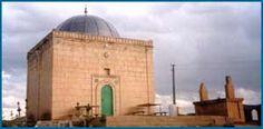 Akşar Oslu Baba (Balahor) Türbesi (Bayburt)Akşar kasabasında bulunan Oslu Baba Türbesi Bayburt taş işçiliğinin en güzel örneklerinden biridir. Bir tepe üzerinde bulunan Oslu Baba Türbesi Bayburt'un Önemli uğrak yerlerinden biridir.