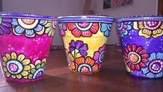 Trio de macetas pintadas Painted Clay Pots, Painted Flower Pots, Hand Painted Ceramics, Painted Pebbles, Flower Pot People, Pottery Pots, Flower Pot Design, Garden Whimsy, Clay Pot Crafts