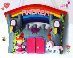 Castillo de princesa con su arcoíris y su unicornio además de muchos detalles. Personalizado con el nombre. Incluye lazo para colgar. https://www.facebook.com/photo.php?fbid=255905974574670&set=pb.111743105657625.-2207520000.1391554761.&type=3&theater