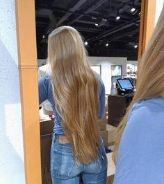 Amazing classic length hair by beautiful Keep growing Beautiful Long Hair, Gorgeous Hair, Mode Ootd, Long Blond, Pinterest Hair, Very Long Hair, Hair Day, Hair Looks, Pretty Hairstyles