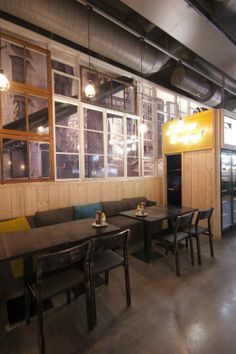 Eclectically Retro Eateries - The Matto Bar and Pizzeria is Cozy and Rustic (GALLERY)