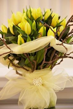 Yellow Tulips, Tulips Flowers, Fresh Flowers, Spring Flowers, Planting Flowers, Arrangements Ikebana, Floral Arrangements, Beautiful Flower Arrangements, Beautiful Flowers