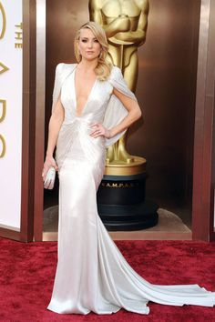 25 game-changing red carpet gowns that shaped fashion in 2014: Kate Hudson in Versace