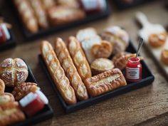 """""""❤︎❤︎❤︎ ・ ・ original handmade miniature bread size 12/1 . . 子供たちが丁度起きてきました。 イベント販売用のパンセットの内容は  こちらでいきます❤︎ ・ 本日の作業はこれで終わりにします。 みなさんも良い休日をお過ごしください☺️ ・ ・ ・ ・…"""""""