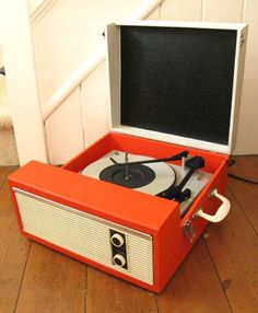 eBay watch: 1960s Defiant portable record player in orange