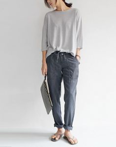 Casual Chic - grey top, cargo pants & flip flops