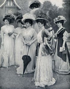 Typical Fashion Style of Edwardian Era – Vintage Photos of Ladies in Trailing Dresses with Peach Basket Hats ~ vintage everyday Edwardian Era Fashion, Edwardian Clothing, Edwardian Dress, Edwardian Style, Retro Mode, Mode Vintage, Vintage Ladies, Victorian Ladies, Victorian Photos