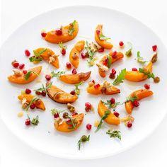 La salade de potimarron à l'huile de noix, grenade et pulpe de dattes d'Amandine Chaignot