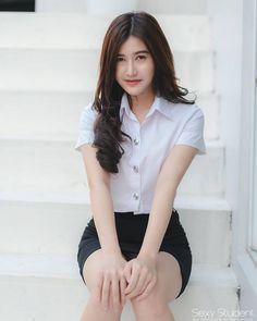 Asian Female Schoolgirl is Pretty Asian Girl, Cute Asian Girls, Beautiful Girl Image, Beautiful Asian Women, Student Fashion, Girl Fashion, University Girl, Cute Girl Photo, Japanese Outfits