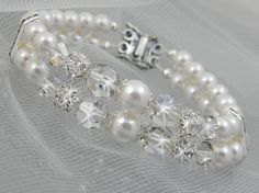 Crystal Bridal Bracelet Pearl wedding cuff por CrystalAvenues