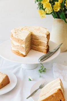 Vegan Elderflower Cake with Lemon Curd Filling & White Chocolate Frosting #vegan #refinedsugarfree