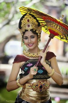 Beautiful woman from Bali Asian Woman, Asian Girl, Folk Costume, Costumes, Costume Ethnique, Beautiful People, Beautiful Women, Foto Fashion, Style Fashion