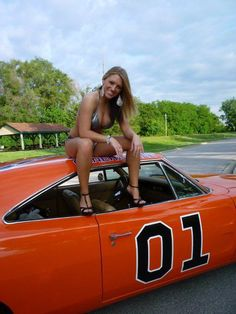 Cars girls are just a natural part of the automobile for some reason. These pictures of car girls and cars do a great displaying this natural occurrence. Pin Up, Benfica Wallpaper, Hot Rods, Ford, Daisy Dukes, Us Cars, American Muscle Cars, Car Girls, Sexy Cars
