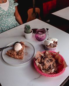Donnie Dough (@donnie.dough) • Fotos e vídeos do Instagram Cookie Desserts, Cookie Dough, Muffins, Cookies, Breakfast, Instagram, Food, Muffin, Biscuits