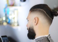 Popular Disconnected Undercuts Hairstyles For Men - Disconnected Undercut Hairstyles The Disconnected Undercut Is A Cool Haircut That Is Still A Very Popular Choice For Guys As We Head Into In Its Simplest Form The Disconnected Undercut Hairstyl Man Bun Undercut, Man Bun Haircut, Man Bun Hairstyles, Pompadour Hairstyle, Cool Haircuts, Haircuts For Men, Temp Fade Haircut, Faded Hair, Men Hair Styles