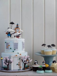 Cake Set | Mary Poppins | Cottontail Cake Studio | Sugar Art & Pastries