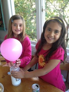 Science Project, blowing up a balloon w baking soda and vinegar! www.millionto1.org