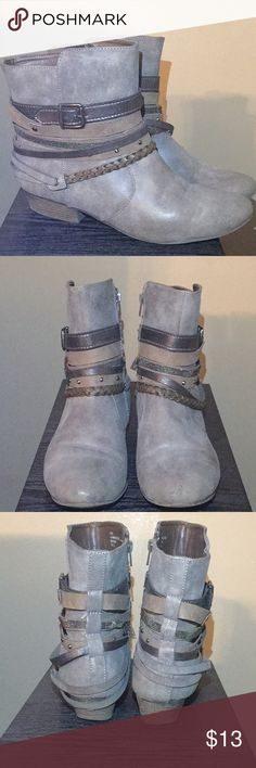 ✨Pretty Gray Boots 👢 They are really pretty and still have a lot of life in them, in the pics you will see the front is scuffed and the back also heel has some as well. Overall they still look cute! pop Shoes Heeled Boots