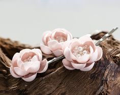 Rosa+Blumen+Haarnadel,+Blume+Haar+Accessoires.+von+Arsiart+auf+DaWanda.com