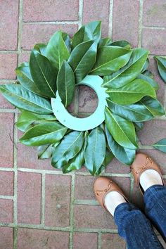 15 minute magnolia leaf tutorial, christmas decorations, flowers, gardening, how to