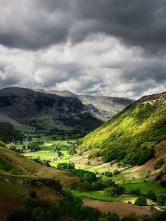 Typical Lake District weather in England always provides some amazing light. Cumbria, Derbyshire, Lake District, Peak District England, Wonderful Places, Beautiful Places, British Countryside, Colorado Springs, Landscape Photos