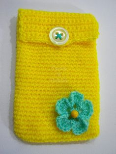 Cover Iphone crocheted with flower crochet and di PyrosePatch