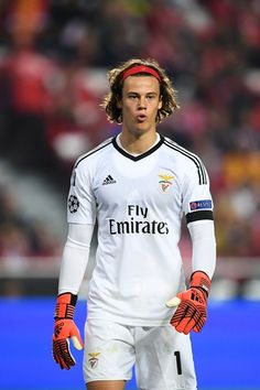 Benfica's Belgian goalkeeper Mile Svilar walks on the field during the UEFA Champions League group A football match SL Benfica vs Manchester United FC at the Luz stadium in Lisbon on Ocotber 18, 2017. / AFP PHOTO / PATRICIA DE MELO MOREIRA