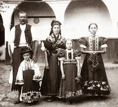 Hello all, Today I will return to Hungary, to talk about one of the most famous costume and embroidery traditions in that country, t. Folk Clothing, Historical Clothing, Hungarian Embroidery, People Of The World, Ethnic Fashion, Traditional Outfits, Hungary, Vintage Photos, Cool Pictures